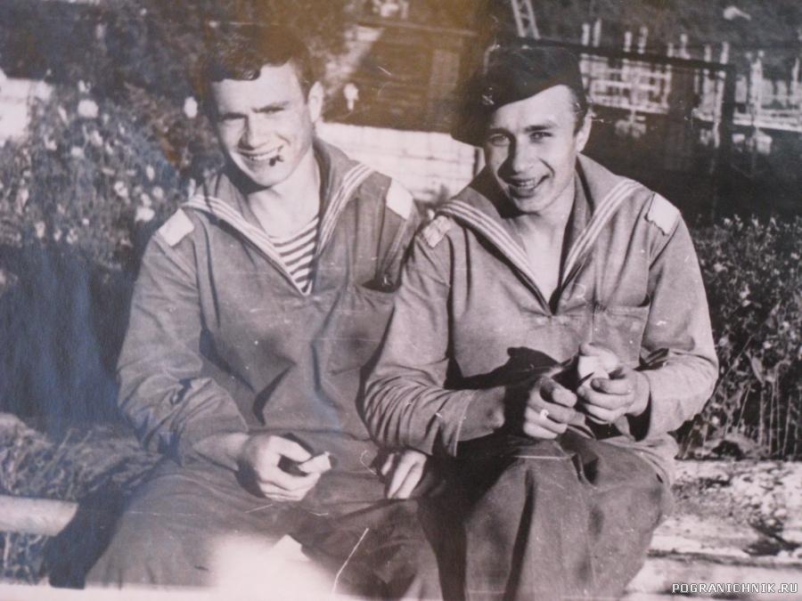 Молдаванин радист Толя Величко с товарищем