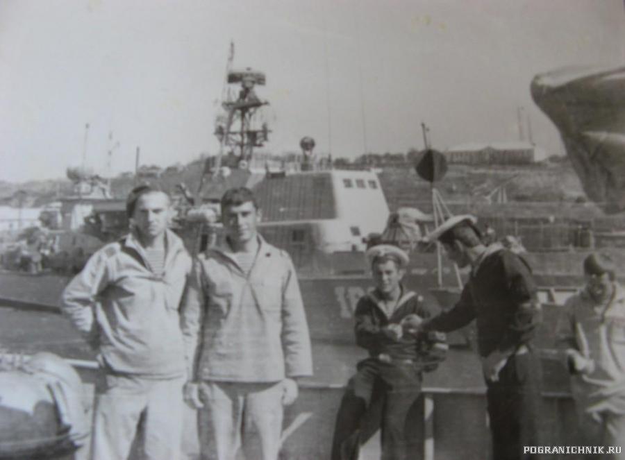 Корсаков сентябрь 1981г. Я и мой ,,Дед,, Бурмистров