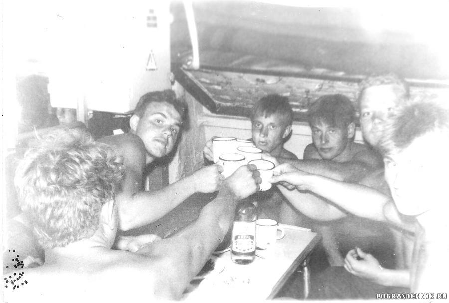 26 июля 92го. Хаапсалу. В шмеле. Воду пьём:)