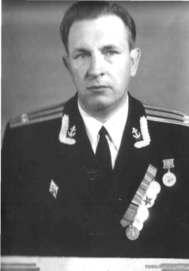 Первый командир корабля кап. 2 ранга Б. Н. Добряков.