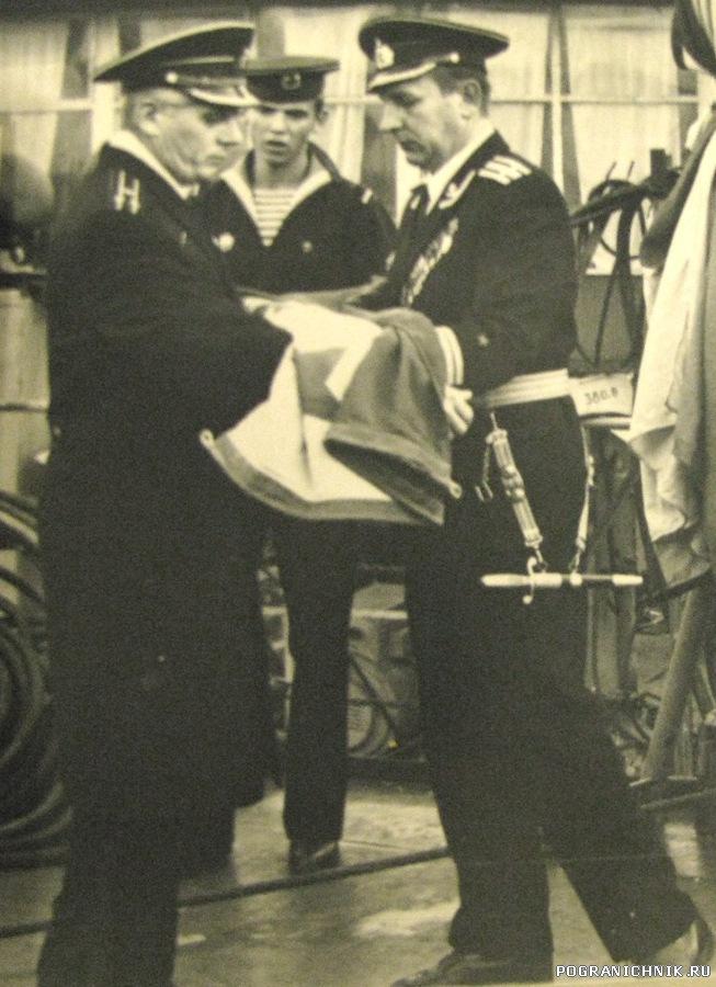 Первый подъем Военно-Морского флага кораблей и судов ПВ на П