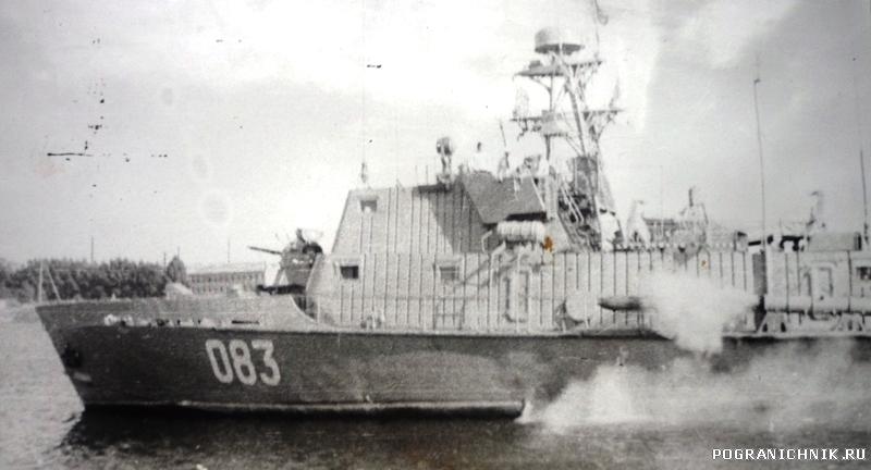 А это он же (083) во время учений торпедой!