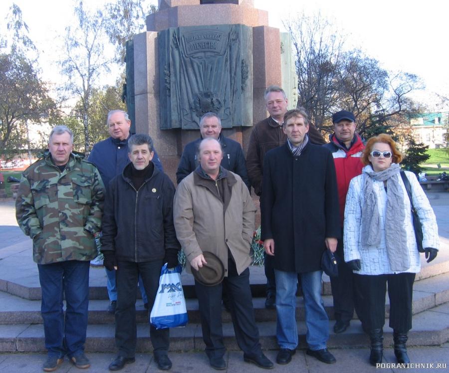 У памятника пограничникам Отечества