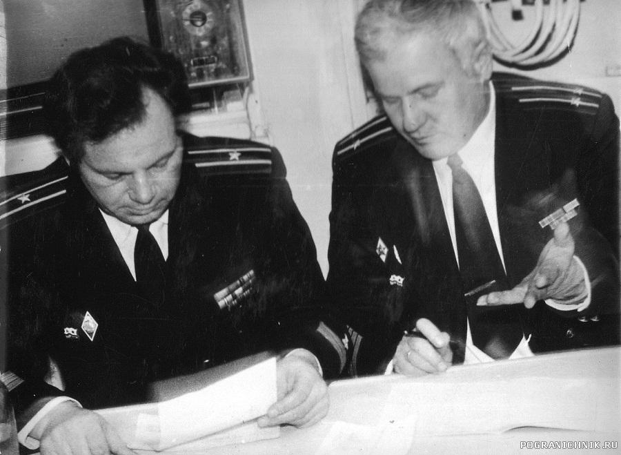 Командир кап. 2 ранга Онищенко А.В. и старпом кап.3 ранга Во