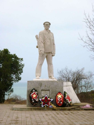 Памятник капитану Калинину. 2013 г.март.