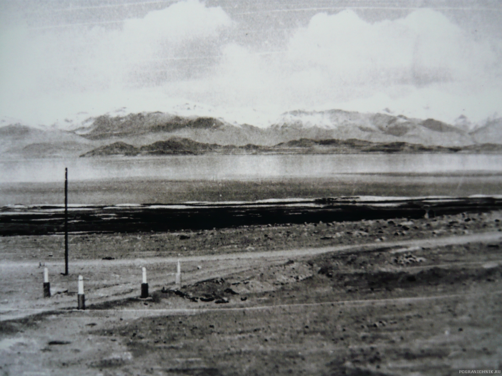 P1110082Озеро Каракуль на Памирском тракте.Лето 1975год.