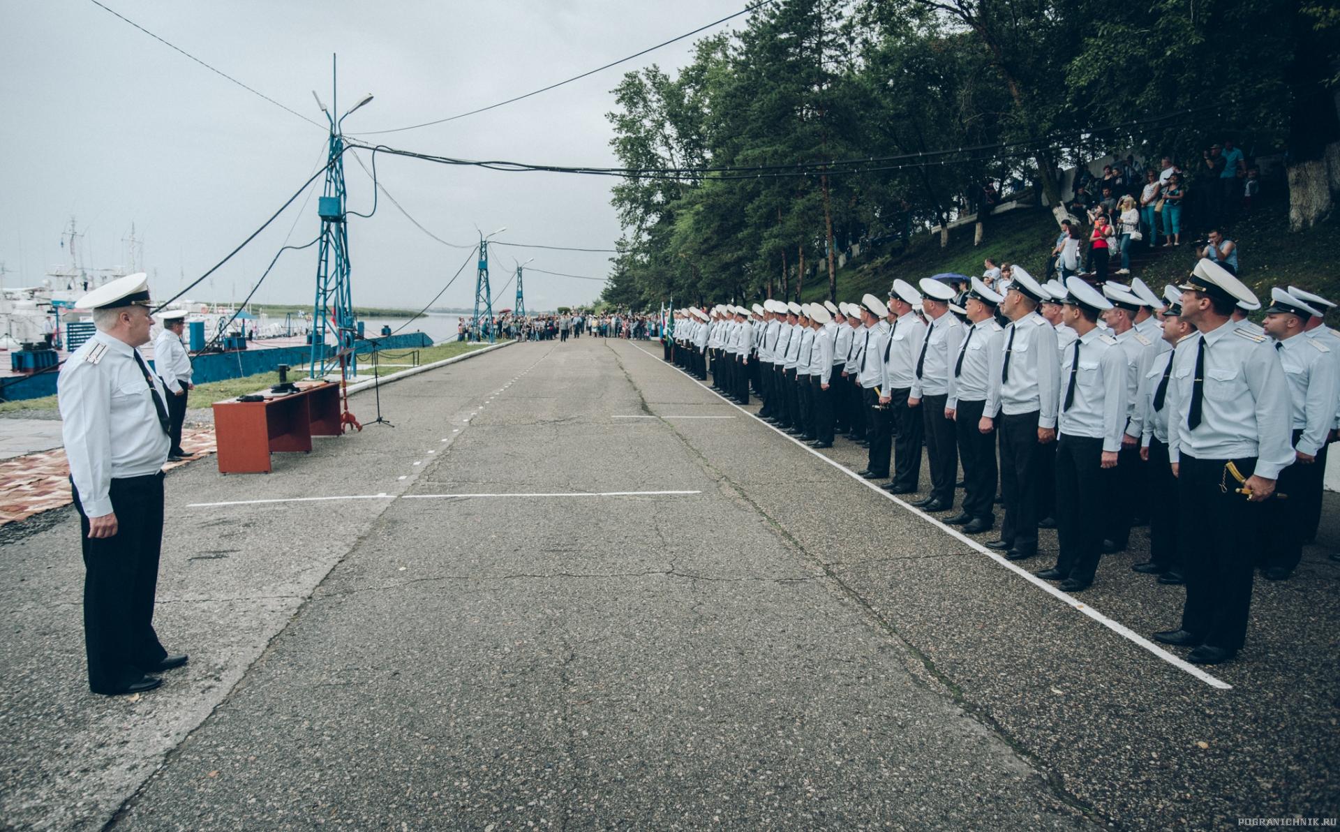 Комбриг капитан 1-го ранга Карасев и праздничная колонна 12 ОБСКК. 28.07. 2017 г.