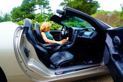 Жена учится водитель спортивный родстер!