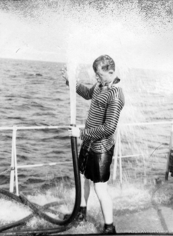 getImage (07а)ПСКР-216. Лето1970г.Море, жара, большая приборка.jpg