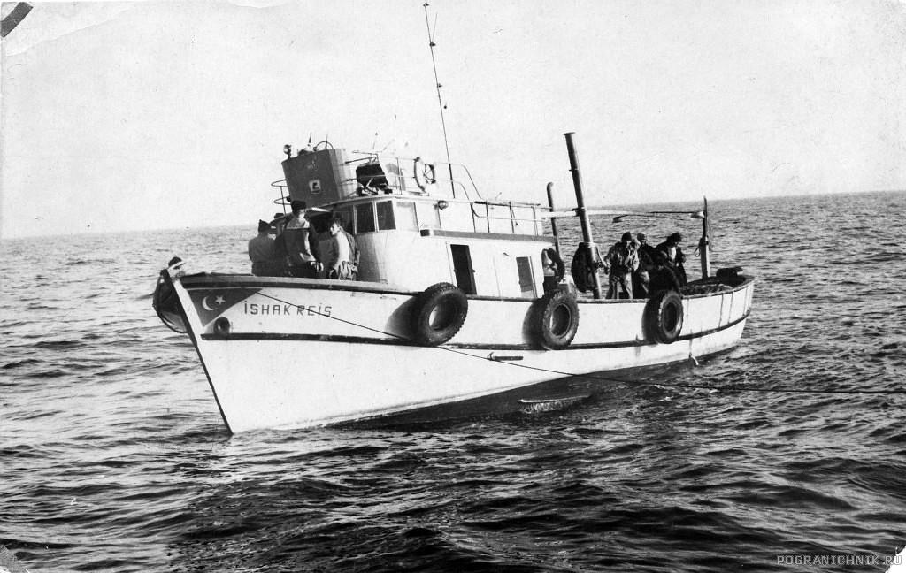 ПСКР-216, Турецкая шхуна нарушитель Исхакрейс в наших водах. Сети изрубили на мочалки.