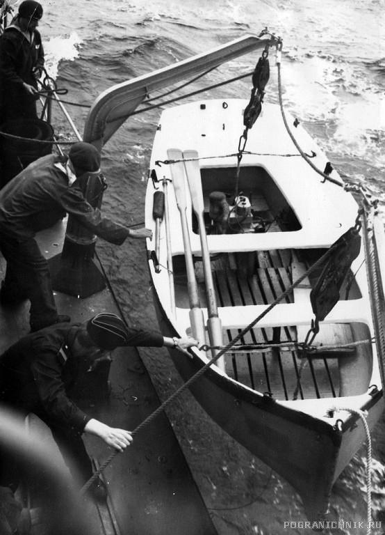 ПСКР 216 Спуск шлюпки на воду в Керченском проливе 1971 г.