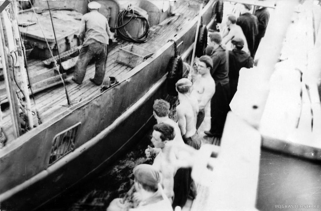 ПСКР-216,  Керченский пролив. Встреча с рыбаками.