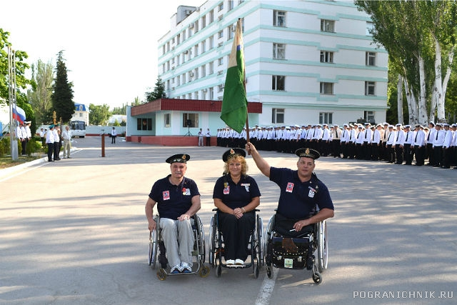 Перед подъемом флага 28 мая 2014 г.