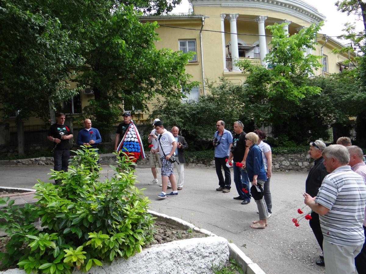 Возложение цветов к памятнику Терлецкому