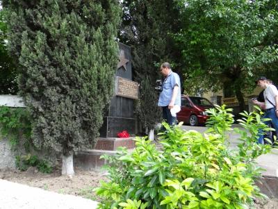 У памятника Терлецкому