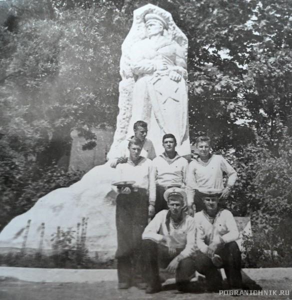 Балаклава. Памятник Моряку- пограничнику