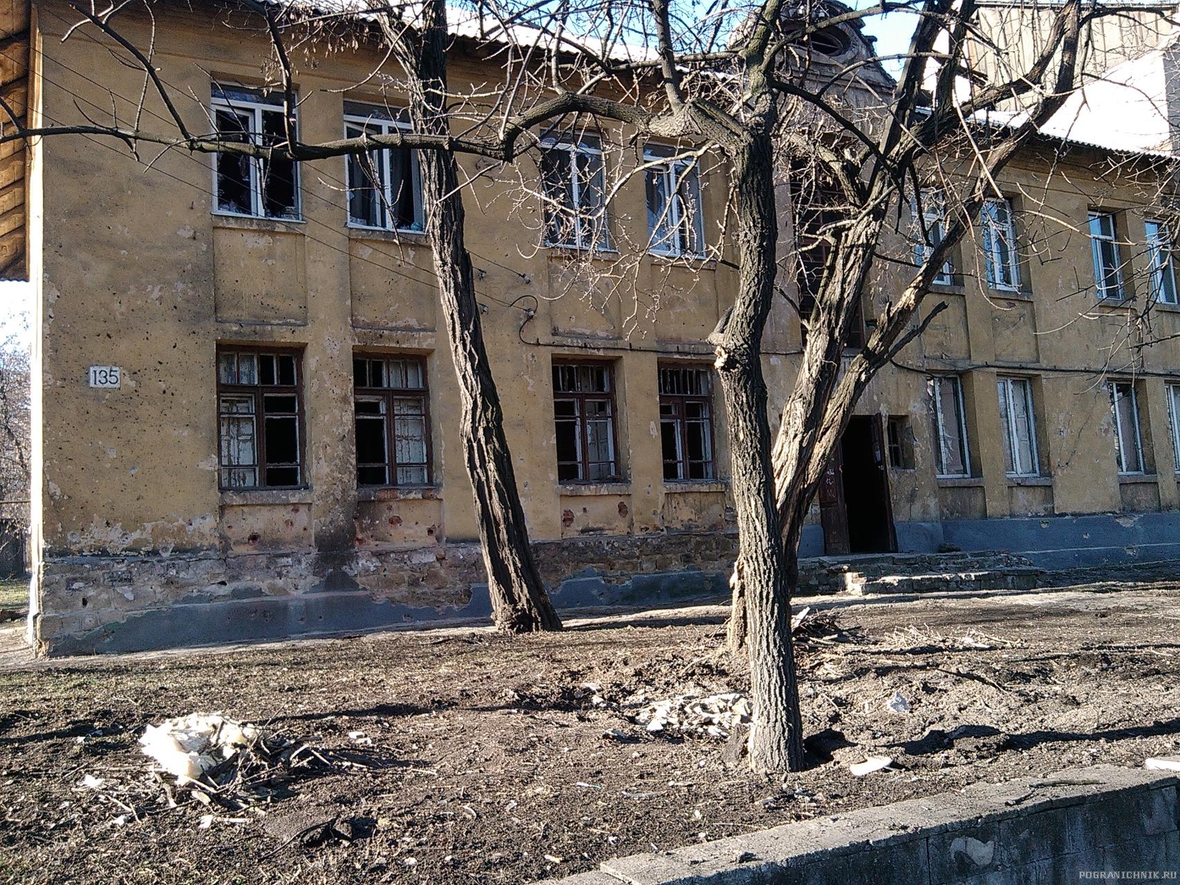 ул. Ткаченко. Попадание во двор жилого дома